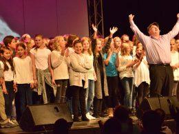 Kleine Mundharmonika gaaaanz groß: Zauberhafter Start des Musicals