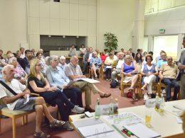 Bürgerversammlung zum Umbau Bahnhofstraße: Tausche Querungshilfe gegen Parkplätze