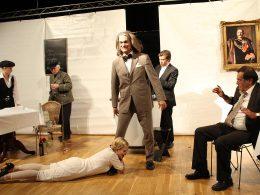 TaF: Lachsalven zur Premiere von Pension Schöller