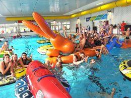 Jede Menge Spaß auf der Poolparty im Stadtbad